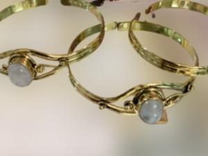 Pedra Lua, pulseira em bronze